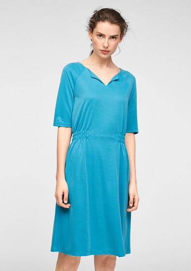 Kleid mit Smokdetails