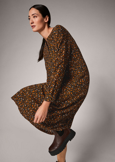 Midi dress with an all-over print from comma