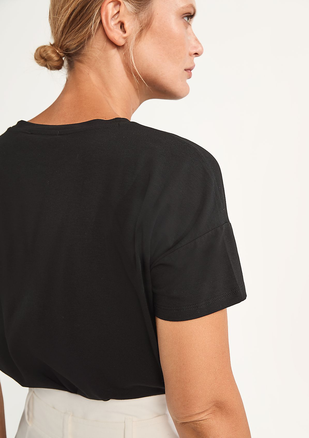 T-Shirt mit Embroidery
