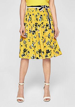 Skládaná sukně spáskem