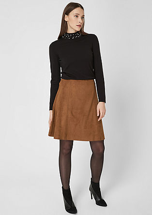 Krátká sukně se vzhledem kůže