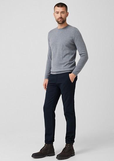 Slim: hlače chino s tkano teksturo