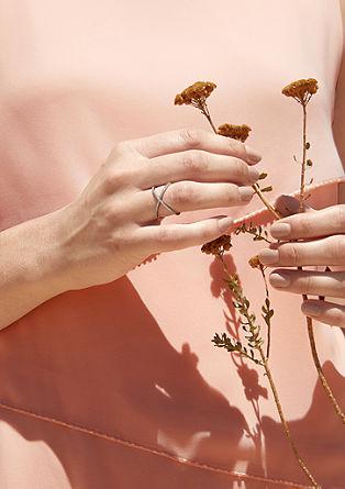 Gekruiste zilveren ring met zirkonia