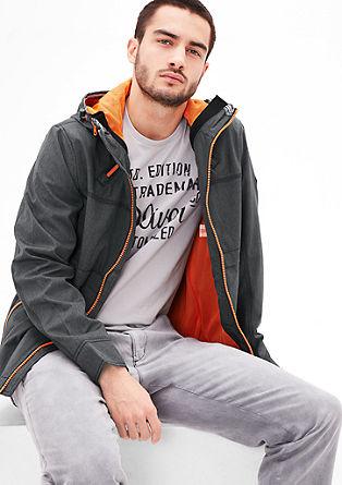 Lichte jas met een contrasterende voering
