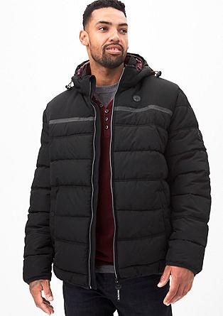 Zimska jakna s funkcionalnimi detajli