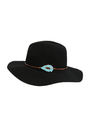 Felt hat with an elegant charm from s.Oliver