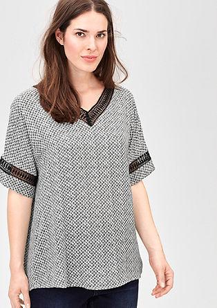 Gemusterte Shirtbluse mit Zierborte