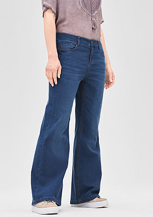 Curvy: flared stretch jeans from s.Oliver