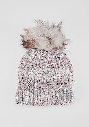 Melirana pletena kapa z umetnim krznom