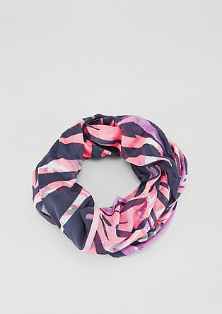 Lightweight, tropical snood from s.Oliver
