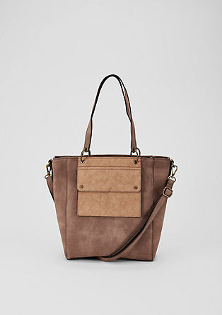 Shopper met two-tone look