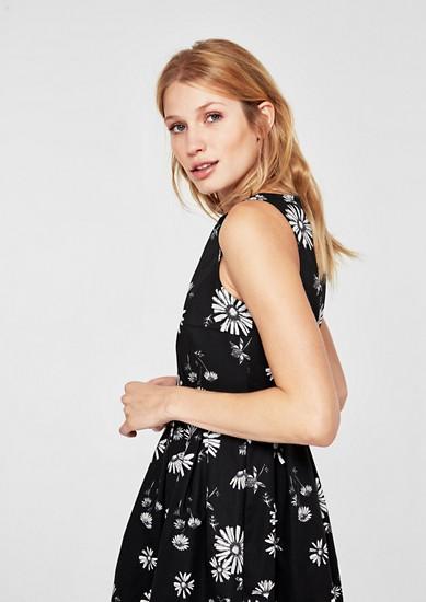 Elegantes Kleid mit Blumenmuster