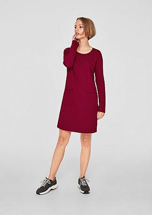 Raztegljiva obleka s teksturo piké