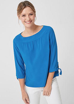 Nežna bluza z detajli za zavezovanje