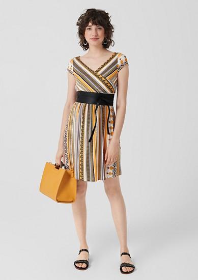 Žerzejové šaty s ornamentálním vzorem