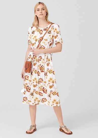 Krepové šaty skvětinovým vzorem