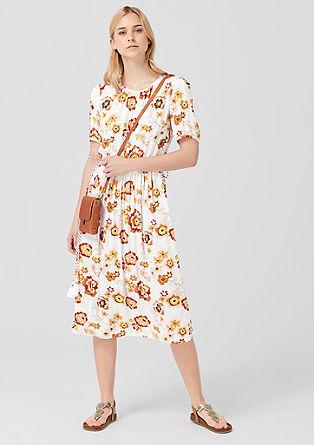 Obleka iz krepa s cvetličnim vzorcem