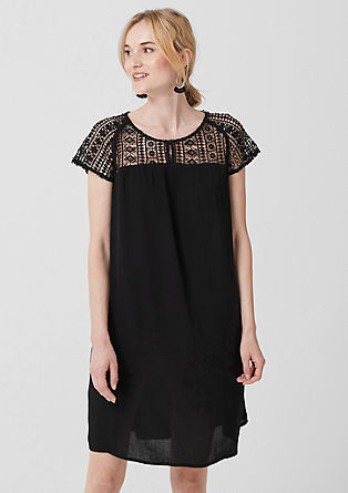 Obleka s prosojno čipko