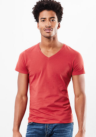 Basic T-shirt with a V-neckline from s.Oliver