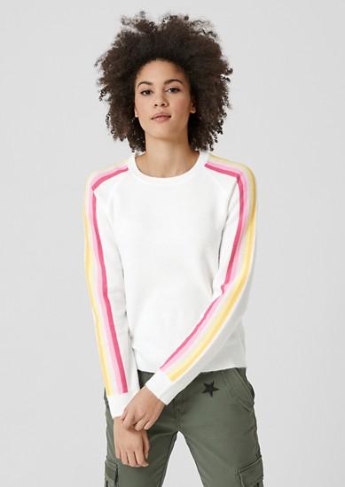 Flauschiger Pullover mit Streifen