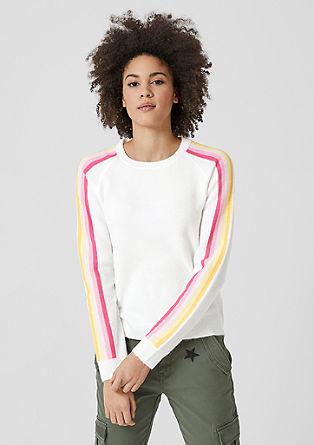 Puhasto mehak pulover s črtam