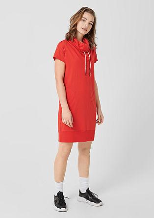 žerzejové šaty s šálovým límcem