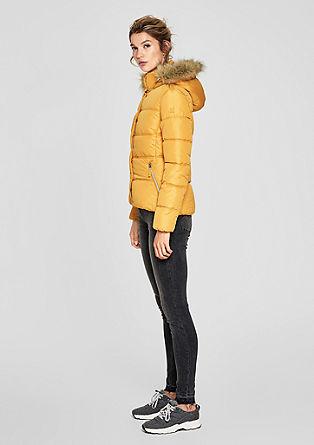 Getailleerde, gewatteerde jas met imitatiebont