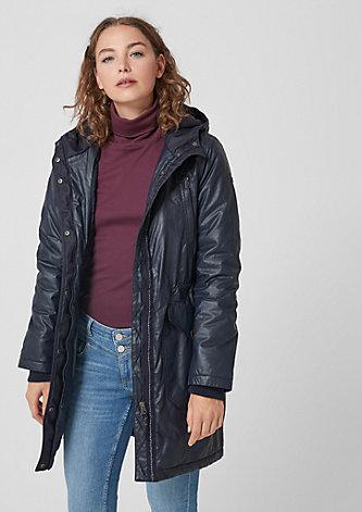 Warmer Mantel mit glänzender Optik