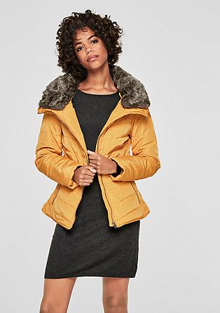 Taillierte Steppjacke mit Fake Fur