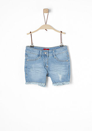 Stretchige Denim Shorts mit Fransen