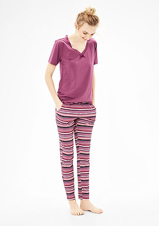 Pyjama met fraai gestreepte broek
