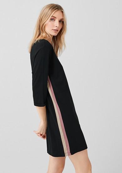 Spalna srajca s kontrastnimi črtami
