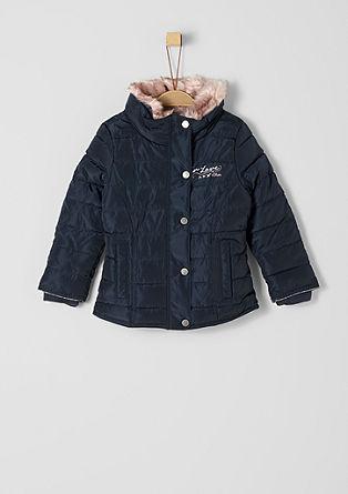 Winterjas met een kraag van imitatiebont
