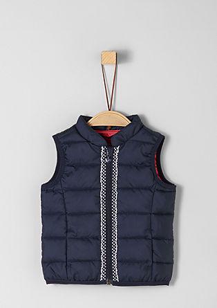 Prošívaná vesta s ozdobnou páskou