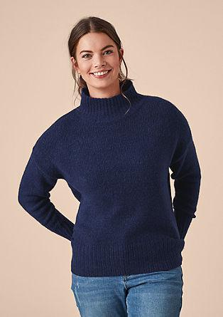 Puhasto mehak pulover s širšim puli ovratnikom