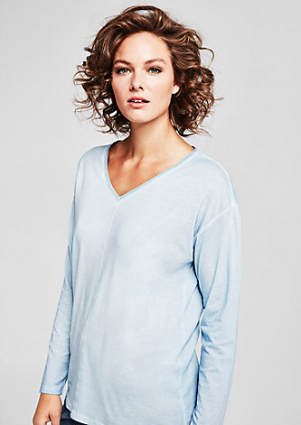 V-Neck-Shirt in Cold Pigment Dye
