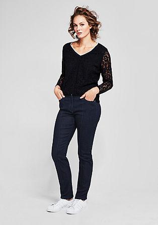 Regular Slim: Jeans mit Abnähern