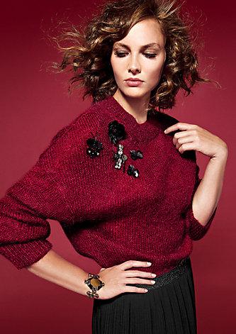 Warmer Pullover mit Schmuck-Details