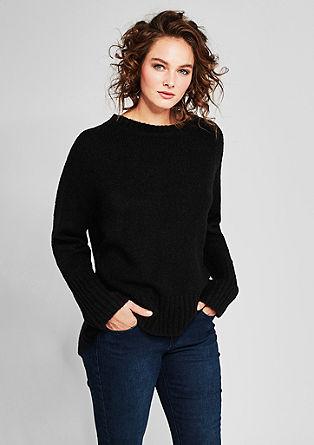 Pleten pulover s širokim zaključkom