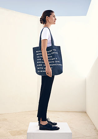 Denim shopper met statement