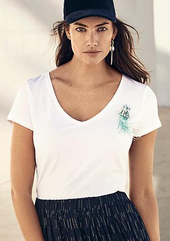 V-Neck-Shirt mit Schmuckbrosche