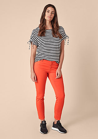 Curvy Slim: cold pigment-dyed jeans from s.Oliver