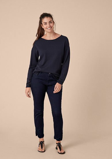 Curvy Extra Slim: Embroidered Denim