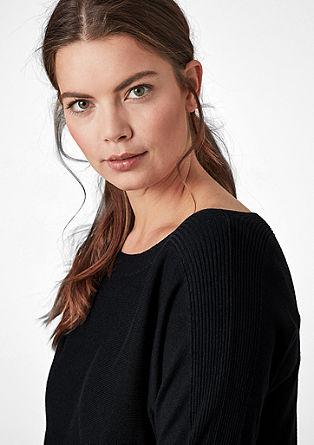 Pulover z izrezom v obliki čolnička