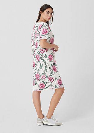 Šaty z teplákoviny snatištěnými květy