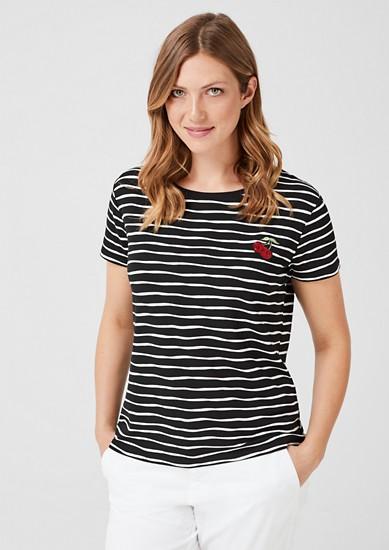 Pruhované tričko snášivkou