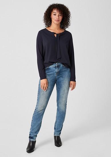 Curvy Slim Leg: Jeans mit Waschung