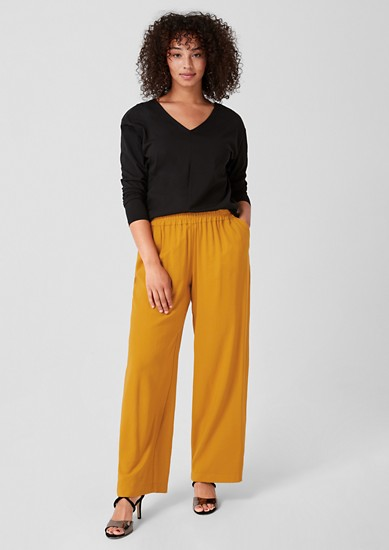 Flowing trousers with a woven pattern from s.Oliver