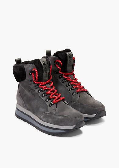 Boots à lacets et semelle à plateau de s.Oliver