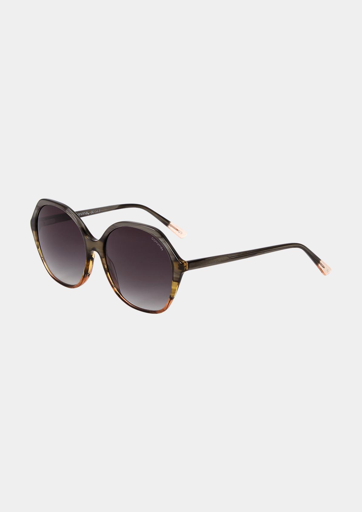 Sonnenbrille mit geometrischen Gläsern